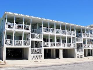South Beach Ocean Condos - North - Unit 3 - Just Steps to the beach - Ocean View - FREE Wi-Fi, Isla de Tybee
