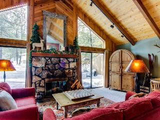 Dog-friendly home close to town w/ forest views & SHARC access, Sunriver