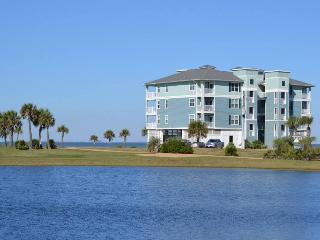 Waterfront 2BR Spectacular View - Kayaks Included, Galveston