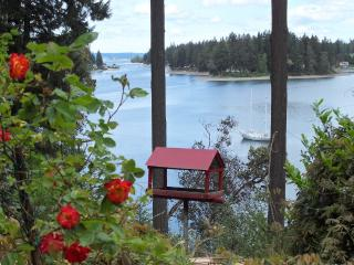 Elegant Waterfront Manor with Private Beach!, Seattle