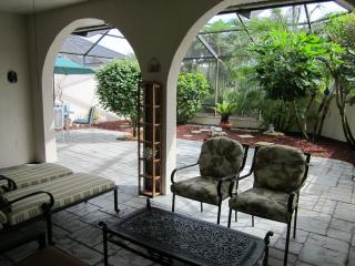 Stunning Townhouse w/ Private Patio Close to Beach