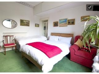 3 large size bedrooms apartment for upto 10  peopl, Edimburgo