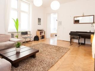95m2 Cozy 2Bedroom Apartment – City Center & WiFi, Vienna