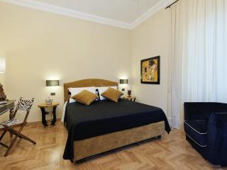 Colosseum Luxury Apt. 2 bedrooms free wifi jacuzzi, Rome