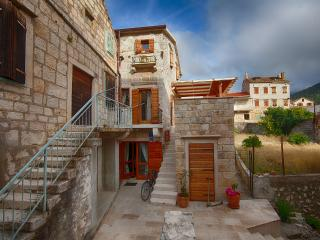 House close to the sea in center of Komiza, Vis