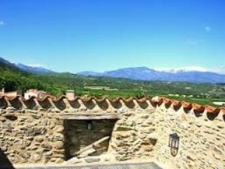 Portal de la Força, Character, Château Gate House, Vinca