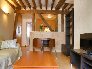 Cosy traditional apartment very close to Madeleine, Paris