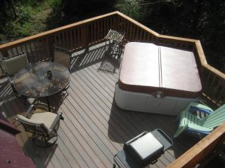 Deck w/ 4 person hot tub and gas grill