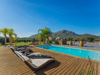 Finca de les Oliveres: large pool, jacuzzi, garden, Alcudia