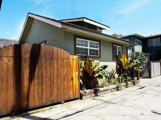 Beach Bungalow Guest House, 2 bed, block to beach, Los Ángeles