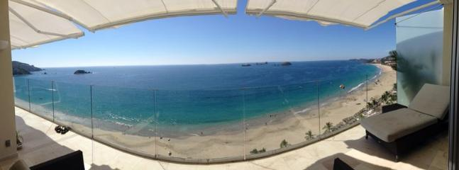 Stunning ocean view from the dining and living room !!