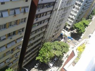 2 bedroom in the heart of Copa  a half a block to the beach, Rio de Janeiro