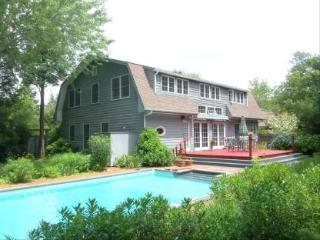 Walk to Beach 4BR 2.5 Bath Clearwater Beach Access, East Hampton