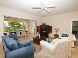 Lovely 3 Bedroom Beachfront Apartment in Schooner Bay, Speightstown