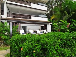 Modern 2 Bedroom Beachfront Apartment in St. James, Paynes Bay