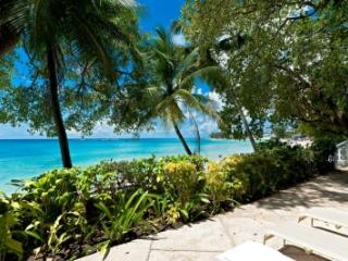 Relaxed 2 Bedroom Beachfront House in Mullins Bay, Gibbes
