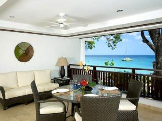 Immaculate 3 Bedroom with Private Terrace in Paynes Bay