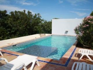 4 Bedroom Villa with Private Pool in West End Bay