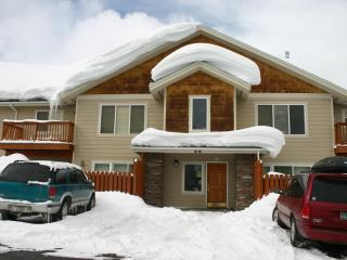 3 Bed Condo close to the slopes or convention cent