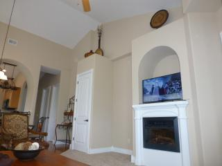 Fun! - Luxury 2 Bed / 2 Bath Condo ... Next Door To Silver Dollar City!, Branson