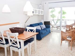 LIGHTHOUSE apartment with pool, garden and AC, Sitges