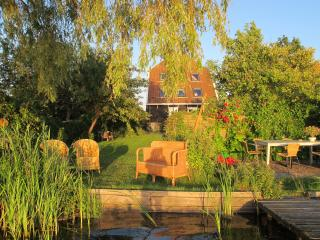The Lake House, 20min from Amsterdam with views on the  the water, 2-6 pers