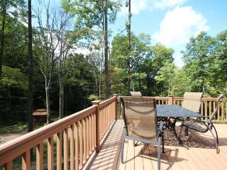 33 scenic acres, pool table, foosball, WIFI