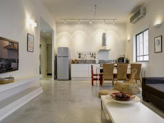 2 Bdr Apartment,Central Tel Aviv, by the Beach.