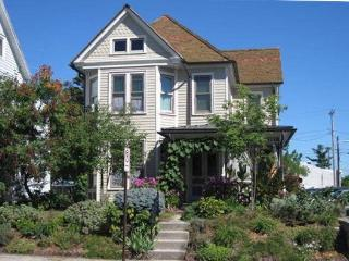 Lovely Victorian, 3 bedrooms, 2.5 bathrooms