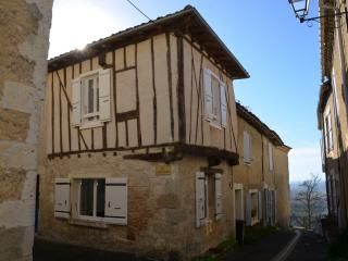 Welcome in Lactora ! - Charming little town house