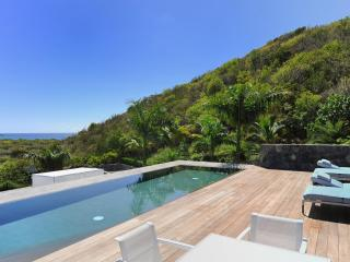 Lovely 6 Bedroom Villa with Tropical Garden in Salines