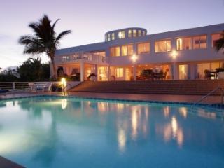 Spacious 7 Bedroom Oceanfront Villa in Cul de Sac, Anguila