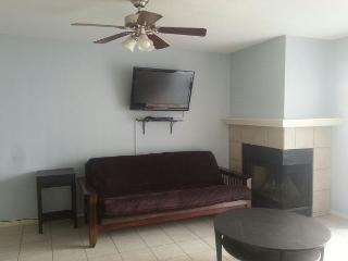 Split Level- 1 BR, 1 BA w/ garage, Pool, Fitness and Business Center, Wi-Fi