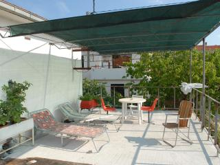 studio for two with big terrace, Supetar