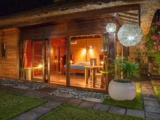 12 are Luxurious Private Canggu Villa with Garden