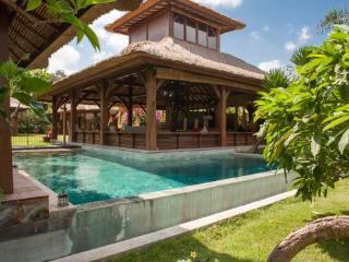 12 are Luxurious Private Canggu Villa with Garden