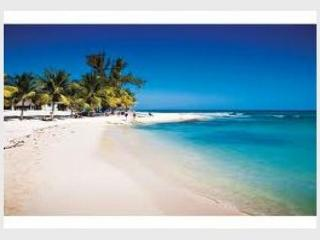 GREAT LOCATION + Mamitas Beach + All Services + Playa del Carmen Vacation
