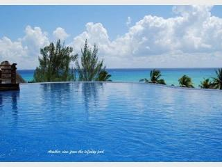 BEAUTIFUL PENTHOUSE WITH PRIVATE POOL- just steps from Shangrila Beach, Playa del Carmen