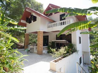 Veerakit House - Sleeps 8-10!, Patong