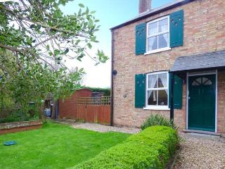 1 LABURNUM COTTAGE, pet-friendly, WiFi, lawned garden, Ref, 29465, Littleport