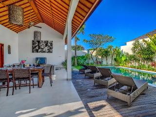 ECHO BEACH VILLA 1, 3 large BR, Beach Villas, Canggu