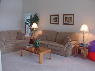 4 Bedroom 3 Bath Villa Sleeps 8 with Southwest Facing Pool. 151HP, Orlando