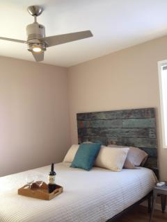 Bedroom - Queen size bed and ceiling fan