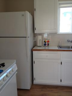 Full kitchen - refrigerator,stove,oven,microwave