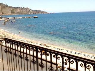 Apartment  in the center of Giardini Naxos seaside