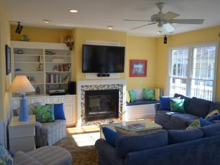 EVERMORE luxury! Pool/elevator/hot tub/sleeps 16, Emerald Isle