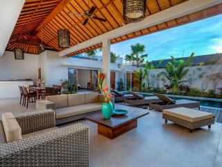 Spacious living room with pool access