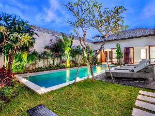 ECHO BEACH VILLA 4, 3 BR, Beach Villa Great Value!, Canggu