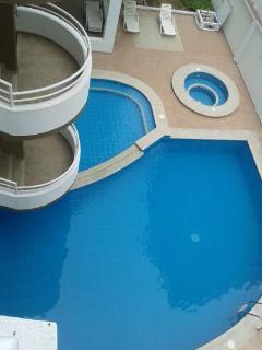 Pool, kids pool, & jacuzzi/Piscina, piscina de niños y yacuzi