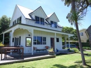 NZ Tairua Paku Beach Cottage